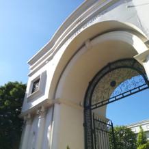 敷地入口の門