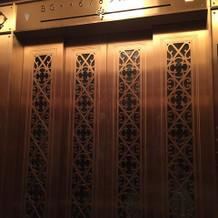 エレベーターもアンティーク調。