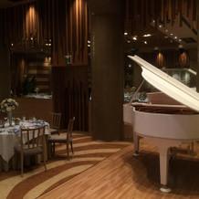 グランドピアノもありました