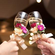 グラス装花。ワンポイントで華やかです。