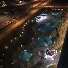 ホテルのプール 夜はキレイでした
