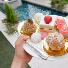 かわいいケーキでガーデンパーティーです。