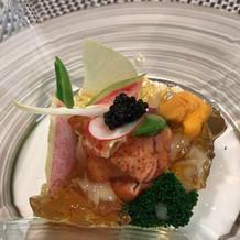 オマールエビの前菜、贅沢な逸品です。