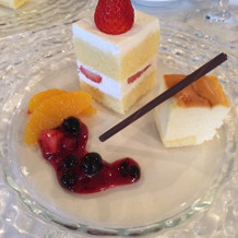 コースデザートは小さいチーズケーキだけ。