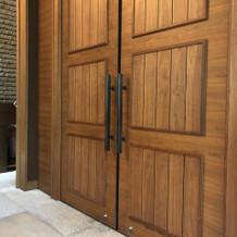 挙式会場の扉