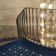 階段は写真スポット。綺麗。