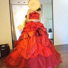 数少ない赤色のドレス