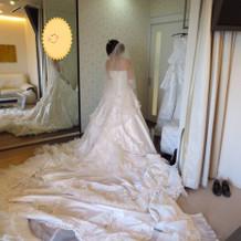 ノートルダムで一番裾が長いドレス