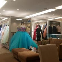 カラードレスも豊富!