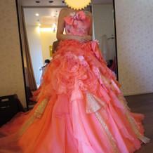 ピンクのふりふりが可愛らしいドレス