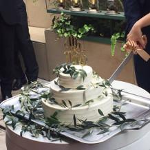 ウェディングケーキ丸三段