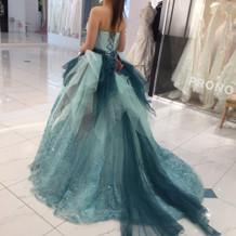 佐々木希さんがデザインされたドレス