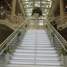 かなり大きな階段です。