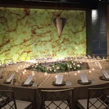 巨大な中華風メインテーブル