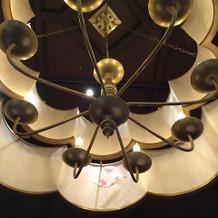 マグノリアルームの照明。