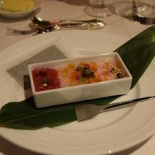 見た目にも美味しい海鮮の前菜。