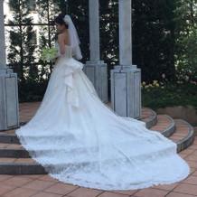 大人っぽいラインのドレスです!