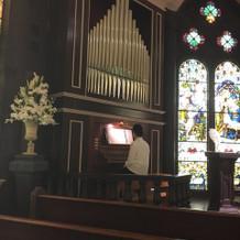 珍しいパイプオルガンのツイン演奏