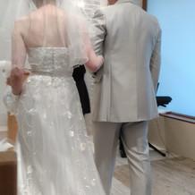 ウェディングドレス後ろ姿2