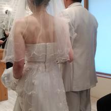 ウェディングドレス後ろ姿3