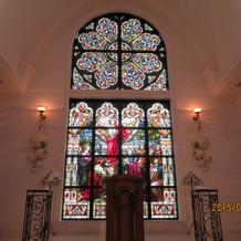 教会のステンドグラスがステキです