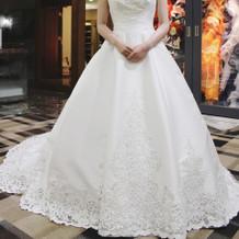 最後まで悩んだ形が綺麗なシンプルなドレス