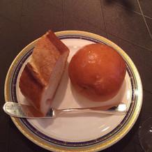 バターロールパンとフランスパン
