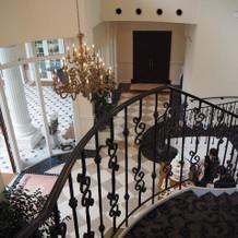 ビバリーヒルズ邸の階段