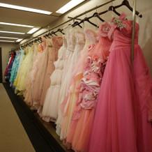 カラードレスもカラーが豊富でした