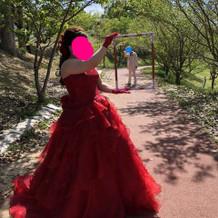 赤のカクテルドレス