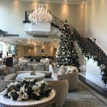 クリスマス装飾のロビー