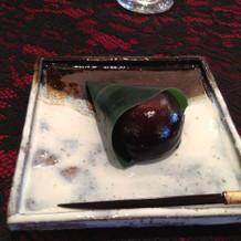 試食のデザート。神社で採れた蜂蜜を使用