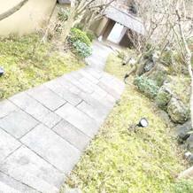 門までの石段