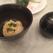 丸い器には味噌汁が入っていました。