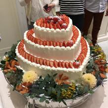 試食会でのウェディングケーキです。