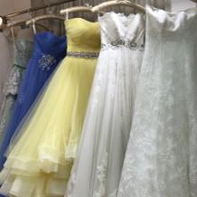 ドレスショップでのドレスです