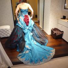 カラードレス試着。