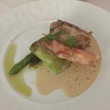 魚料理です。ワインと良く合いました。