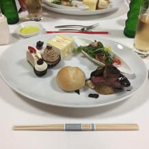 式の後に出していただいた肉料理と魚料理