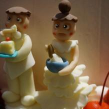 ケーキの飾りは2人をイメージして