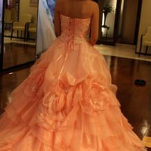 ピンクのカラー衣装