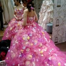 カラードレスはぴんくにしました。