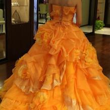 オレンジのカラー衣装
