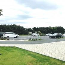 駐車場は広々。この倍はあります。