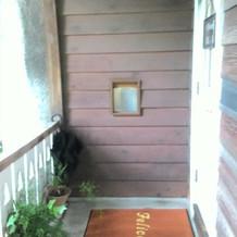 玄関前のバルコニー