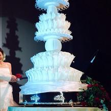 3メートルはあるウェディングケーキ!