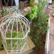 見づらいですが、私達のテーブルの花です!