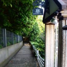 登り坂の方の入り口