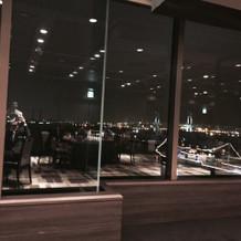 オープン後は横浜の夜景が広がります
