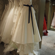 サッシュベルトがかわいいドレス